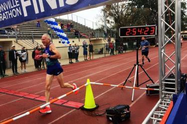 e39829ae2a Futás. Maraton rekord 3 órán belül a 70 év felettiek között ...